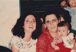 Gigliola Cinquetti con il suo bambino tra le braccia di Ortensia