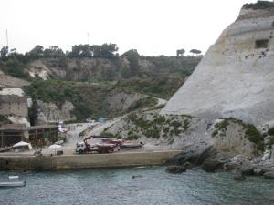 La zona dell'approdo della Miniera vista dal mare . Foto 2011