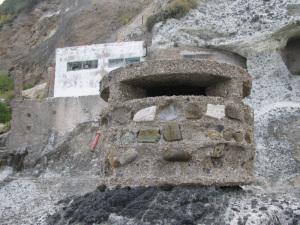 La zona dell'imbocco dell'acquedotto con un manufatto difensivo di epoca bellica