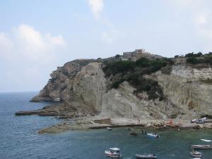 Vista dal mare della Punta e del forte Papa