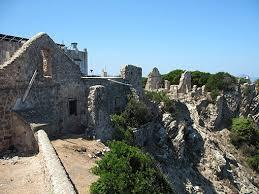 Zannone i resti del monastero benedettino