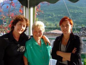Zia Iole con Emanuela e Lorella