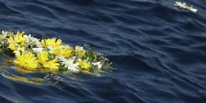 fiori-in-mare-per-i-cadaveri-di-lampedusa