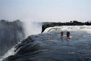Cascate_Vittoria_nello_Zimbabwe