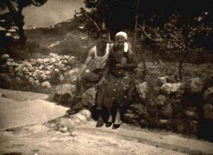 Ponza 1954 - Mario Sandolo con la nonna Maria  Avellino