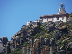 Le rocce ed il faro - foto di Chaira Fronta