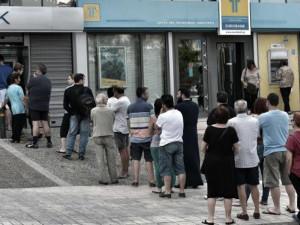 coda ai bancomat greci