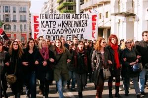 popolo greco in piazza