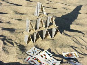 Castelli di carte sulla sabbia