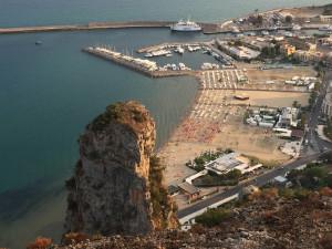 Il porto con la nave Laziomar