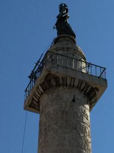 LA statua di S. Pietro alla sommità della colonna