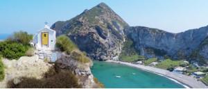 Palmarola. Spiaggia grande e cappelletta di S. Silverio