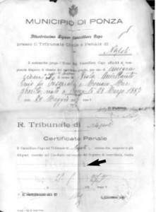 Richiesta destinata al Municipio di Ponza, domandando si esistevano mandati di cattura o processi penali.