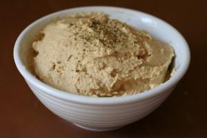 481_Hummus-vegan-586x390