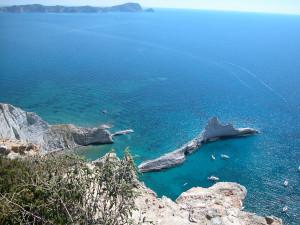 Punta Vardella e cala Brigantino. Sullo sfondo Ponza