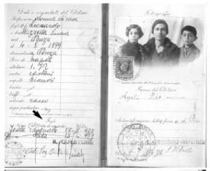 Il passaporto usato da Agata Piro, ed i ragazzi minorenni. I ragazzi minori di 15 anni, non avevano l'obbligo di avere passaporto proprio. Potevano essere iscritti nello stesso documento del padre, madre, tutore o fratello maggiore. Si può osservare che la data di scadenza del passaporto in quell' epoca era valido soltanto di 1 anno.