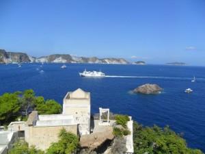 Ponza. Panorama con nave dal cimitero