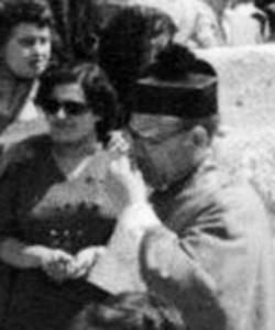 ss17. Ritaglio. Don Gennaro e Maria Migliaccio