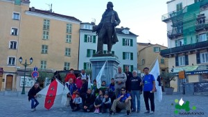 009 IsolaMondo, a Corte sotto la statua di Pasquale Paoli