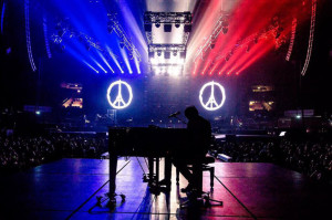 Cesare Cremonini rende omaggio in musica alle vittime di Parigi