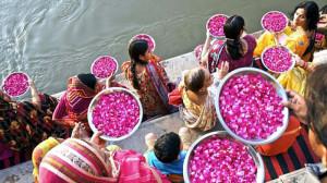 Varanasi. Flowers offering