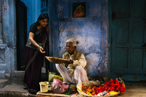 Varanasi. Selling-flowers-for-offering