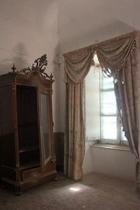 l'armadio con lo stemma regio dell'appartamento riservato agli ispettori ed al comandante della zona fari