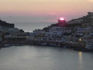 le prime luci dell'alba al porto