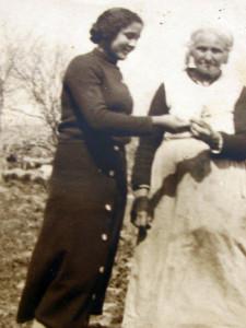 Carmela con la nonna