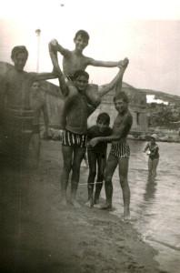 Gennaro Peppe e altri amici della nostra generazione alla Caletta