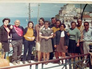 Temistocle con amici tra cui Ernesto Prudente e Luciana