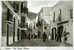 La-punta-bianca con il negozio 'i Mastuppaulo