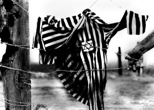 indumento-che-furono-costretti-ad-indossare-i-prigionieri-dei-campi-di-concentramento-1024x738