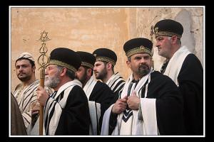 i sacerdoti (foto di enzo di fazio)