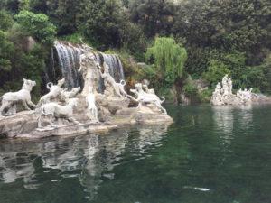 I due gruppi di Diana e Atteone alla base della cascata