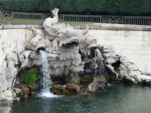 Parco della Reggia di Caserta. Fontana dei delfini