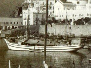 il Madonna di Trapani nel porto di Ponza negli anni 50 60