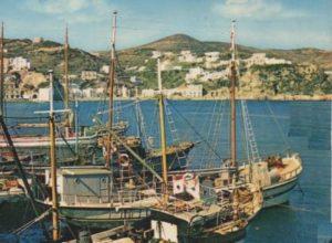 il Madonna di trapani nel porto di Ponza negli anni 60 70