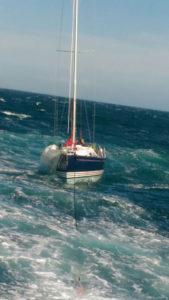 imbarcazione-a-vela-in-difficoltà