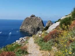 la strada per il faro sella guardia a Ponza