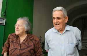 Clorinda e Vittorio sull'uscio di palazzo Tagliamonte anno 2006 (foto di Enzo Di Fazio)