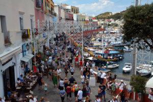 Il Corso affollato di turisti