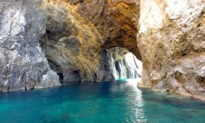 La grotta di Mezzogiorno a Palmarola. Foto di Silvia Marchetti