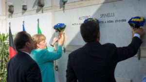Merkel, Hollande e Renzi rendono omaggio a Spinelli