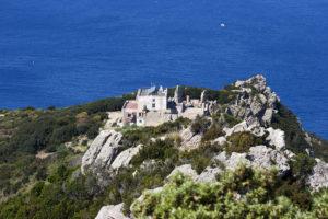 Zannone. LA villa padronale e resti del monastero