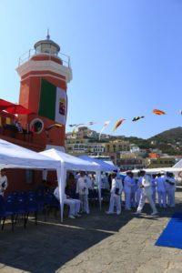Momenti precedenti alla cerimonia nella piazzetta dietro al lanternino dedicata alla Capitaneria di Porto