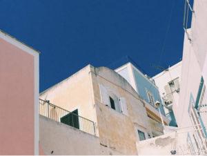 i-tipici-colori-delle-case-ponziane