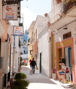 4. Ponza. Strada dello shopping